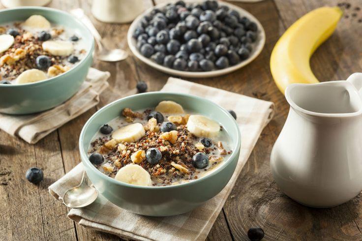 Müsli mit Blaubeeren und Bananen #Blaubeeren #Müsli #Frühstück