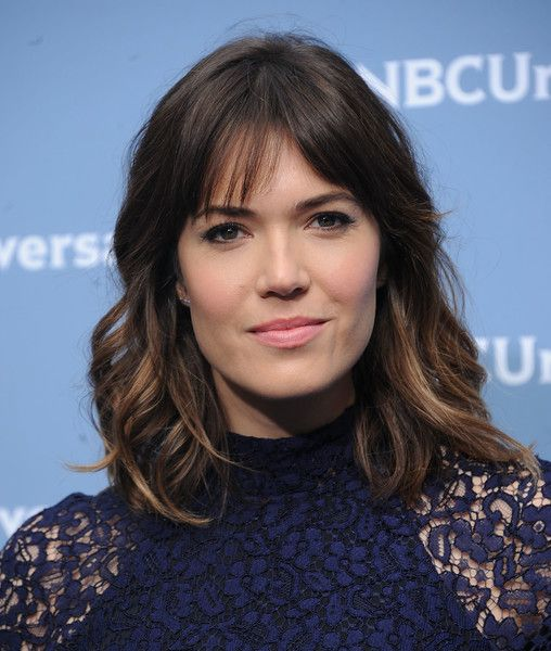 Mandy Moore Medium Wavy Cut with Bangs - Mandy Moore looked pretty with her…