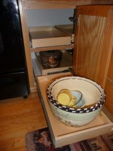 Slide out shelf blind corner cabinet solution, think I could DIY this with  a little