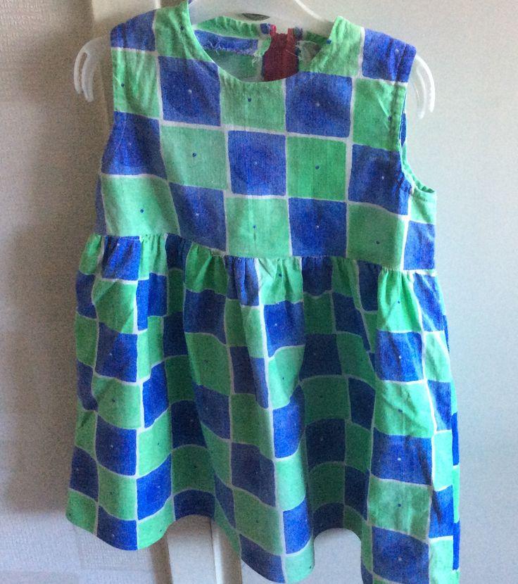 Ett gammalt tyg fick nytt liv i denna söta klänning!
