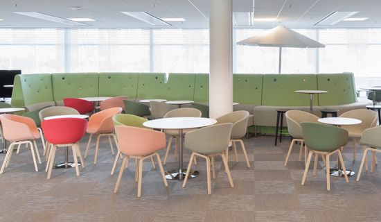 Murman Architects choose 400 square meters of Graphic Etch and 600 square metres of Graphic String to Microsoft in Stockholm. The minimalistic tile flooring highlights the soft and subdued colours of the interior design in a poetic way.