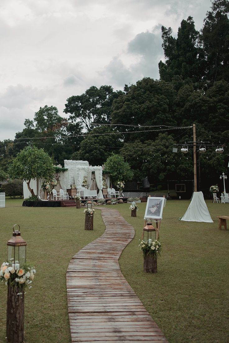 Pernikahan Outdoor Rustic Garden Party di Bandung - the bride dept pernikahan outdoor rustic adat sunda bumi sangkuriang owlsome project organdi decor