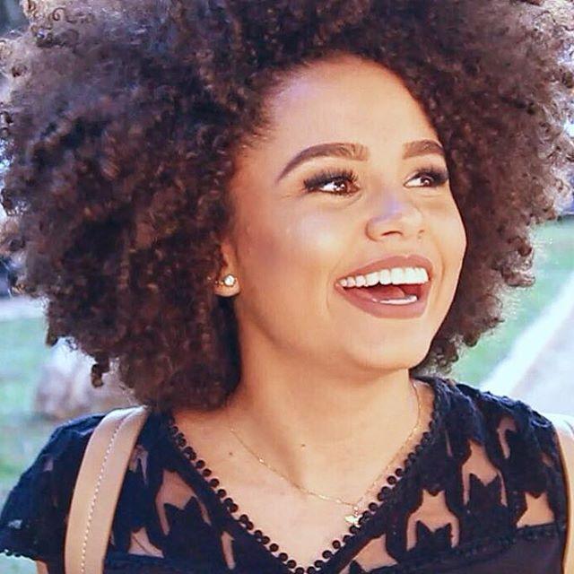 Meu coração luta valente sem desistir! ❤️✨ Todo mundo já assistiu minha paródia de #Hairspray (Vou Brilhar no YouTube) e votou em mim no #DesafioMeliuz ? Hein? Vocês podem assistir pelo meu canal www.youtube.com/blogapenasana e votarem em mim pelo site do Desafio www.meliuz.com.br/desafio/ref_654f39e1 ••• Tô muito feliz pelo carinho e apoio de vocês!!! Cês são lindos demais!!!
