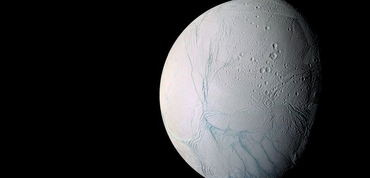 On avait déjà détecté la présence d'eau au niveau du pôle sud d'Encelade. Désormais, les chercheurs pensent que, sous sa croûte glacée, un océan global recouvre cette petite lune de Saturne.Pour arriver à cette conclusion, les chercheurs de la mission Cassini ont analysé plus de 7 ans d'images saisies par l'engin spatial.