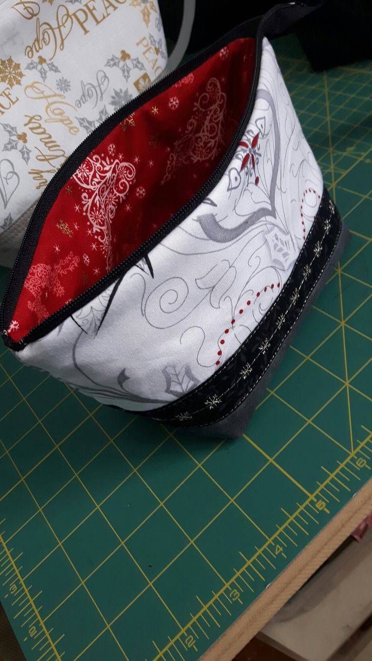Open Wide Zippered Pouch from a tutorial by Noodlehead