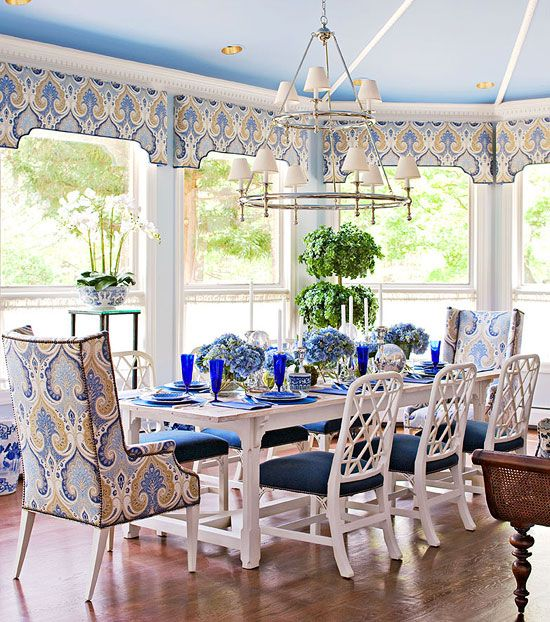 Bold and blue dining area dining room via mix and chic for Bold dining room colors