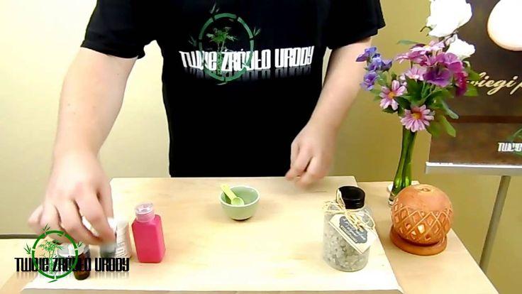 Oczyszczająca maseczka z zielonej glinki i spiruliny, działa cuda.