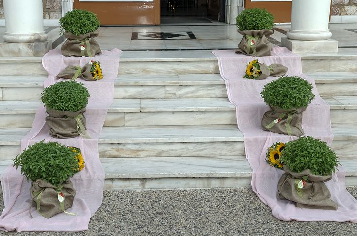 #basil and #sunflowers combined with #pink #runner.Perfect for this special day