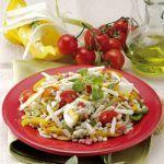 Un'insalata ricca e sostanziosa, ideale sia come gustoso contorno che come piatto unico per la pausa pranzo o un picnic. Prova la ricetta di Sale&Pepe.