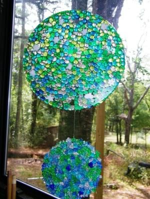 Make a melted bead suncatcher mobile (with pony beads!)