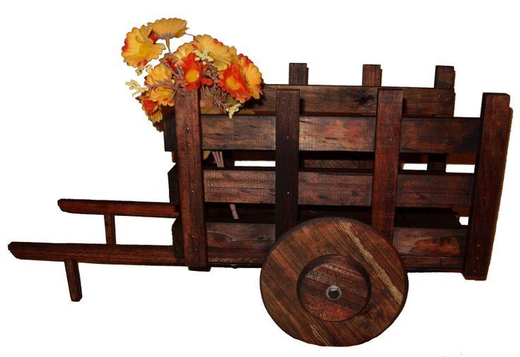 Carretas decorativa de madera con acabado resistente a la for Carretillas de madera para jardin