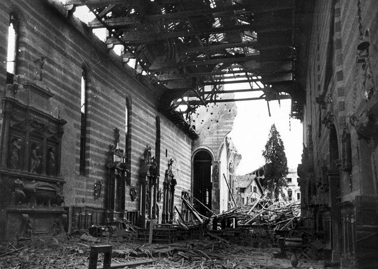 la Chiesa degli Eremitani dopo il bombardamento del '44