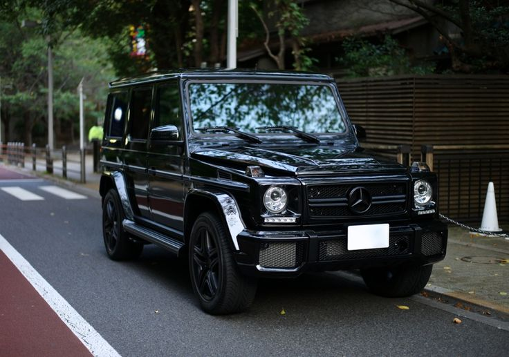 Mercedes benz obsidian black metallic g63 amg suv with for Garage mercedes bron