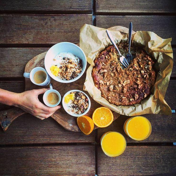 Krehký raňajkový koláč z kokosovej múky s orechmi