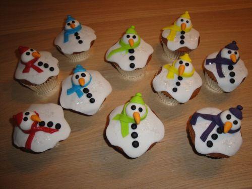 Gesmolten sneeuwpop/man op koekje