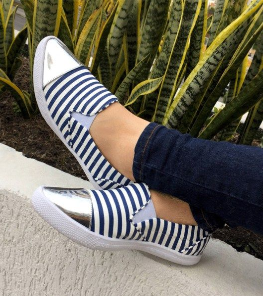 color:blanco con rayas azulesMaterial externo: sinteticomaterial interni: textiltallaje: normal