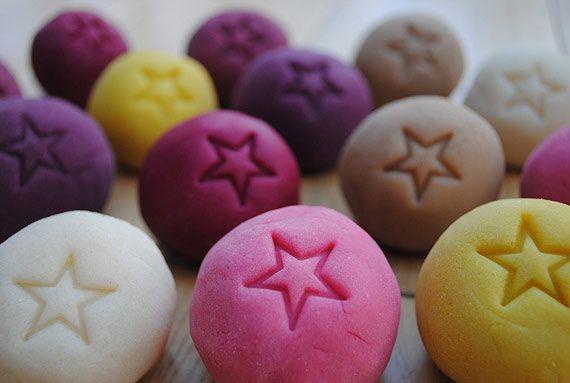 Pâte à modeler maison aux colorants naturels Natural dye for homemade playdough