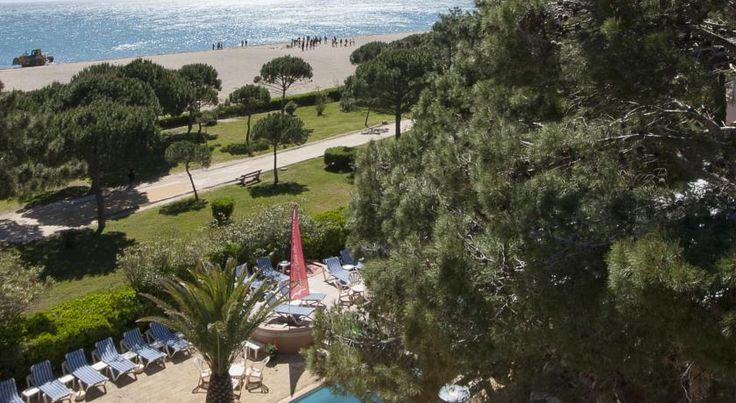 Grand Hôtel Du Lido Argelès-sur-Mer Ideally located by the beach at Argelès, the Grand Hôtel Du Lido offers well-equipped guestrooms and apartments. The hotel boasts an excellent restaurant, a heated outdoor swimming pool, and a private beach during the high season.