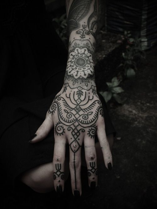 Seleção de tatuagens nas mãos (33)