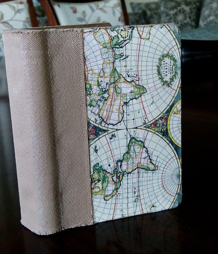 caja chica en forma de libro con decoupage y aterciopelada por dentro