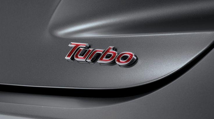 Emblemat Turbo  Nikt nie będzie miał wątpliwości czym jeździsz. Emblemat Turbo zajmuje zaszczytne miejsce z tyłu auta.