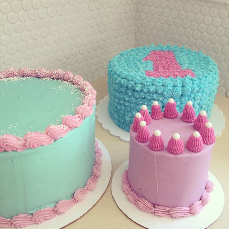 A trio of pastel cakes! Love these colours!