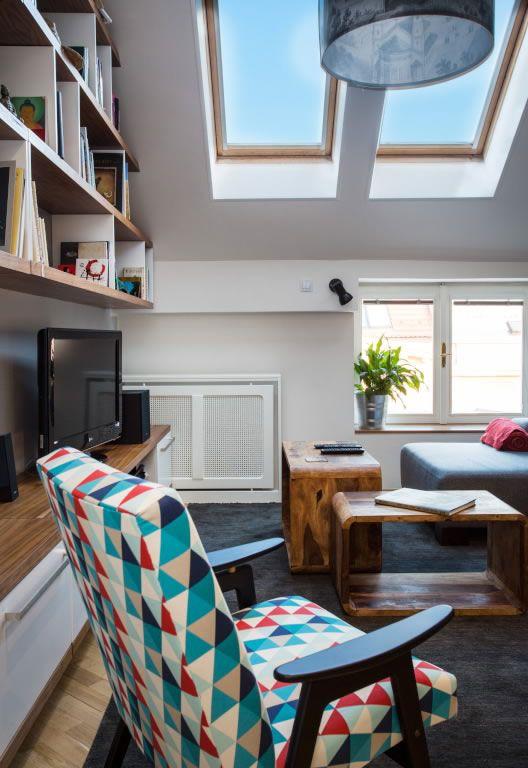 Interiér podkrovního bytu v Karlíně | studio29 - ARCHITEKTURA, retro křeslo, retronaut