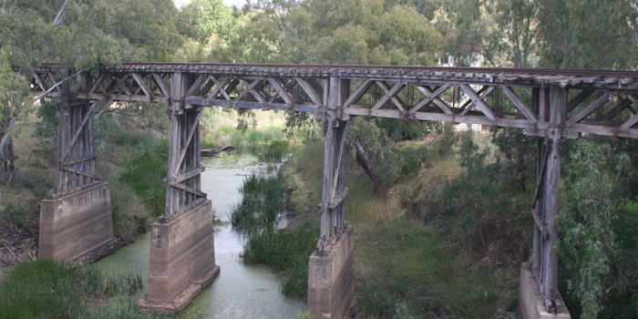 Gundagai Railway Bridge over the Murrumbidgee flood plain - a 'managed ruin'.