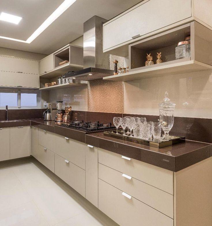 Cozinha que fugiu do branco mas mesmo assim permaneceu neutra {} Inspiração via @_homeidea { Projeto Camila Bonifácio e Giovana Dias }