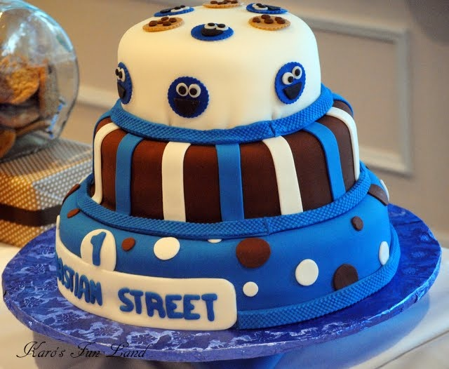 Cookie Monster cake. A creative yet simple twist.