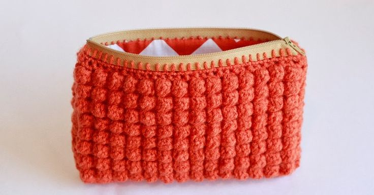 Liz Makes: Liz makes a crocheted clutch with a zipper and a lining