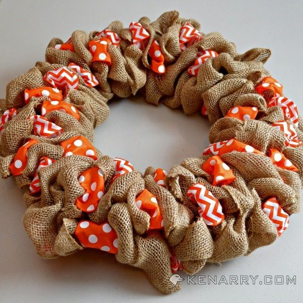 How To Make A Burlap Wreath With Accent Ribbon Diy Fall Wreath Burlap Wreath Easy Fall Wreaths