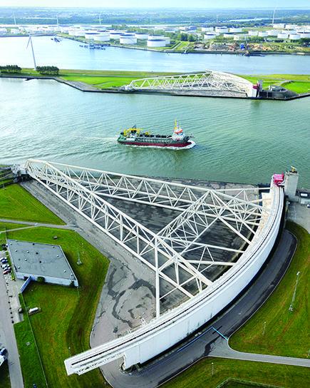 Maeslant storm surge barrier | Rotterdam | Netherlands | www.sightseeingholland.com