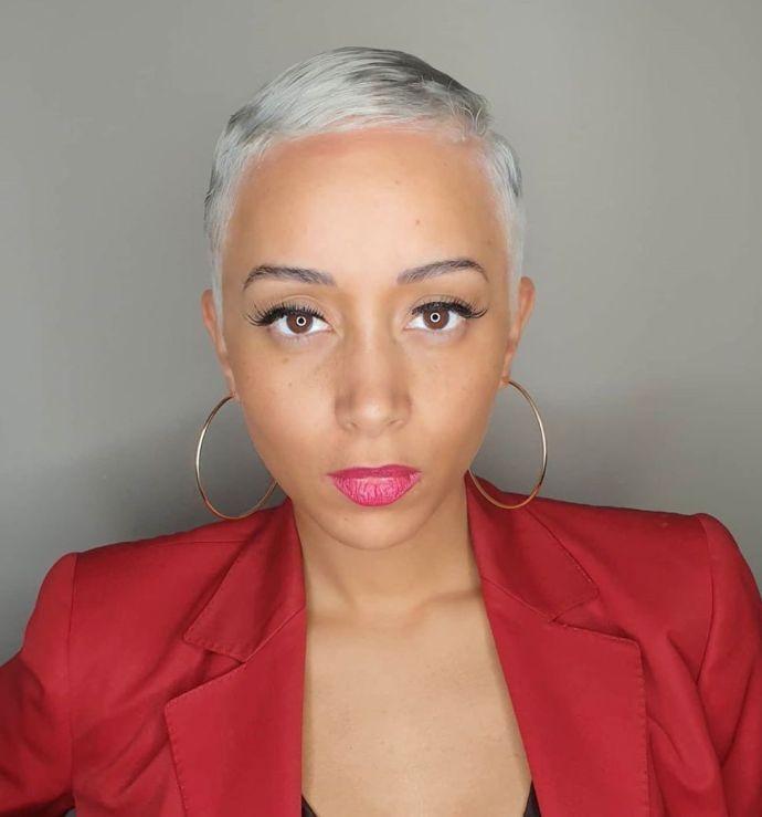 40 Bombshell Silver Hair Color Ideas for 2021 - Hair Adviser in 2021 | Silver hair short, Silver hair color, Short silver hair