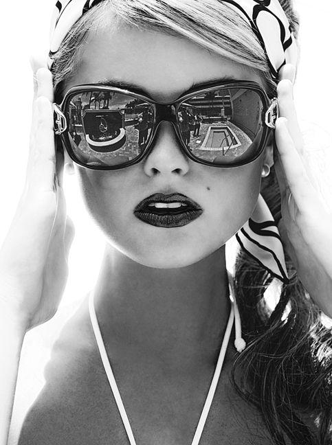 Photographer unknown: Lipsticks, Head Scarfs, Style, Black And White, Big Sunglasses, Black White, Dark Lips, Eyewear, Photo