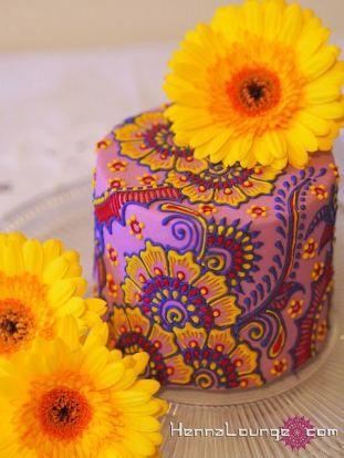 Indian inspired wedding cake, created by Henna Lounge #henna #cake #Indianwedding #shaadibazaar
