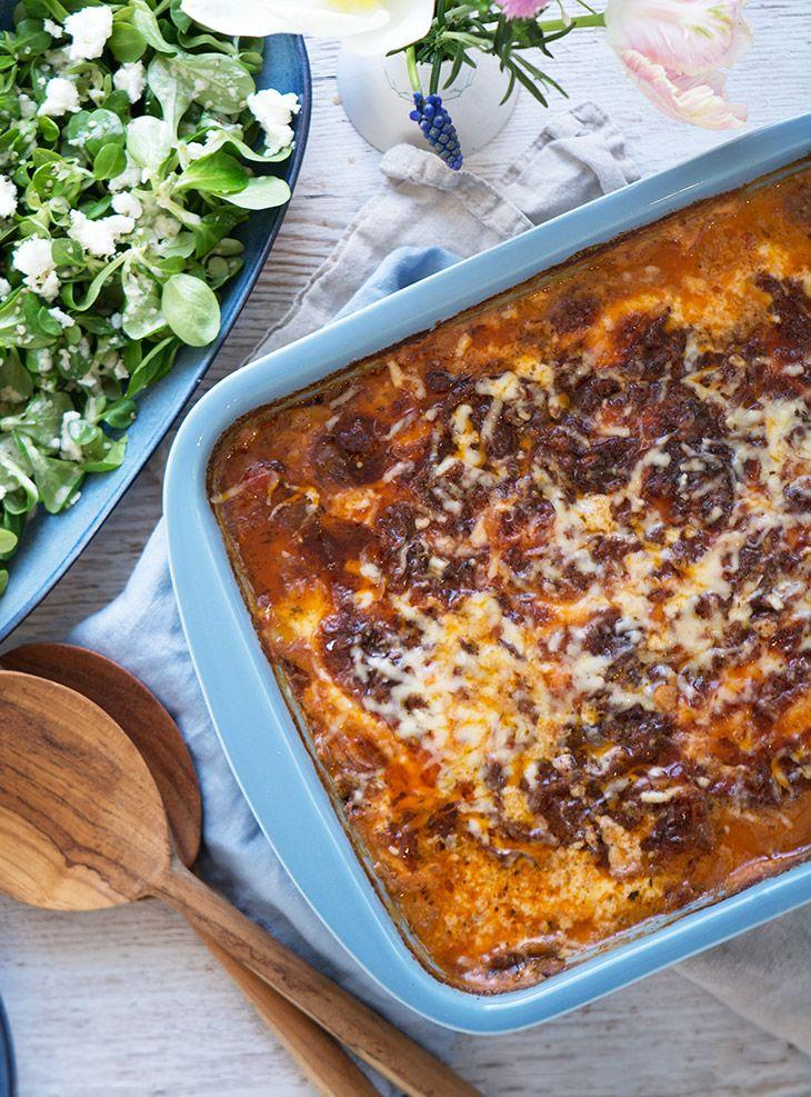 Lækker hjemmelavet moussaka med kartofler og aubergine er fyldt med velsmag og gode råvarer - få den skønne og nemme opskrift her