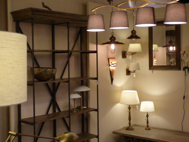 Foto Showroom winkel . Klik op de link hier om op onze webwinkel te komen   ( www.rietveldlicht.nl ) . Huisdecoratie interieur verlichting voor woonkamer eettafel keuken slaapkamer winkel . Moderne klassieke industriele of design lampen . Ook buitenlampen .