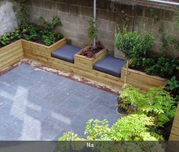 zitplek kleine tuin, idee langs muur buren...... Of te kort en te smal...?