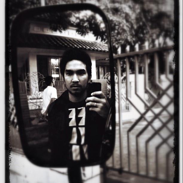 Mirror.. #art #picoftheday #lyla #bestoftheday #iphonesia #iphone4 #photography  - @ameclylapitbulldrums- #webstagram