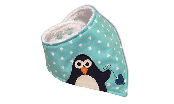Halstücher sind aus dem Leben junger Mamas nicht mehr wegzudenken. Sie halten Babys Shirt trocken, wenn das erste Zähnchen kommt, sie schützen den Hals vor Wind und Wetter und sie sehen ganz nebenbei einfach zuckersüß aus.