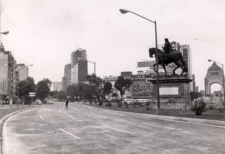 Cruce de la Av Paseo de la Reforma y Av Juárez, en el centro histórico de la Ciudad de México.