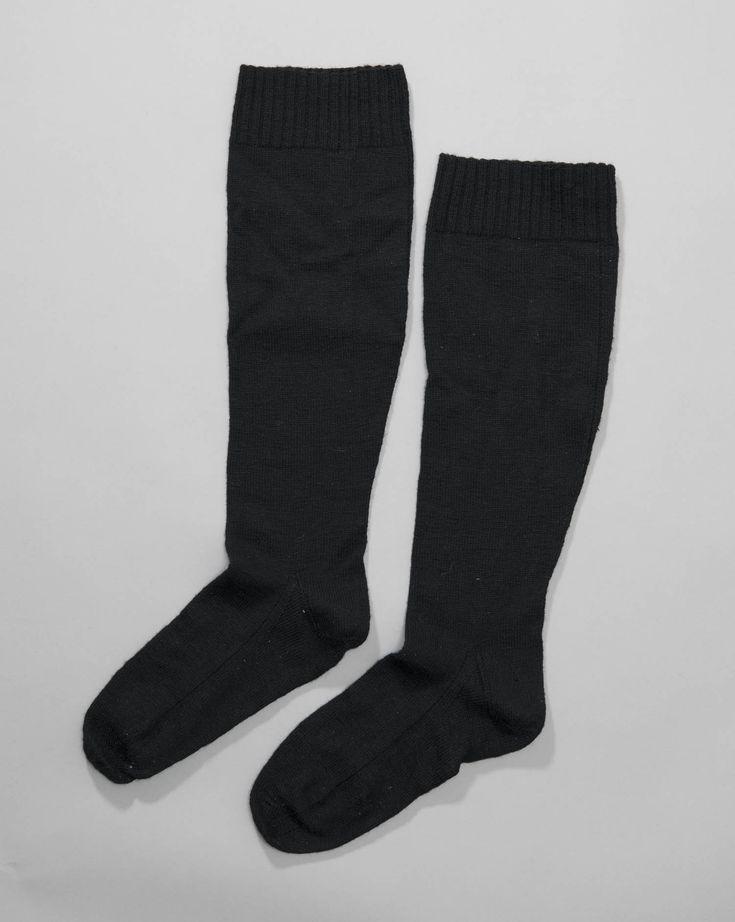 Zwarte wollen kousen in tricotsteek en boordsteek. #Drente