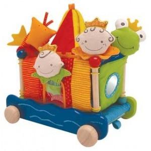 Een vrolijk I'M Toy speelkasteel van stof en hout in frisse kleuren.  Dit multifunctionele I'M Toy speelkasteel is op diverse manieren te gebruiken en om te bouwen.