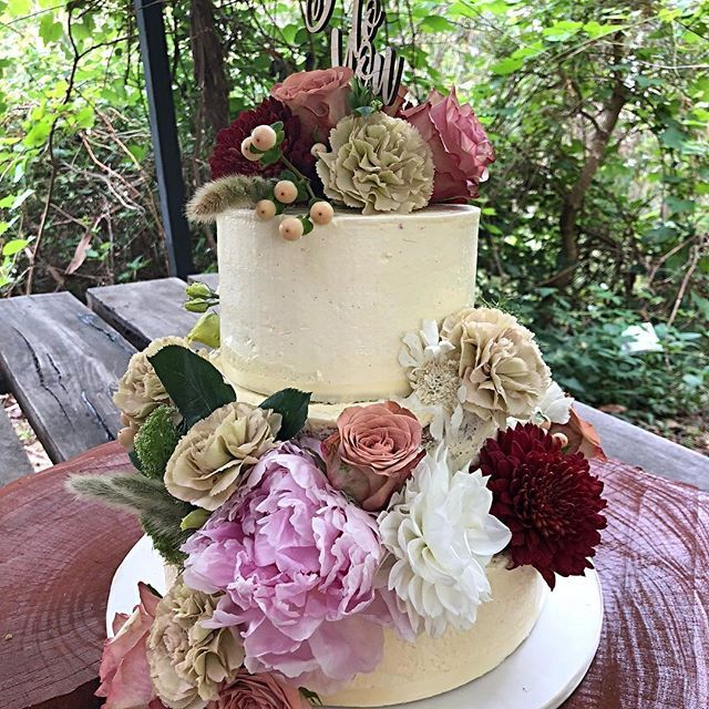 A natural cake made beautiful by stunning flowers.  The colours are to die for.  After an almost disaster in transit, this has turned out beautifully.  @sinclairsgully @prettylittleblooms_ #pastelpink #freshflowers #naturalcakes @_adelady #cakesofadelaide #peonies #vintageroses #allkindsofcolour #yummy #cakerocksmyworld #cakeislife #bakerslife #lovecake #vanillamudcake #raspberrysauce #southaussiewithcosi #southaussieatitsfinest cakesandflowers