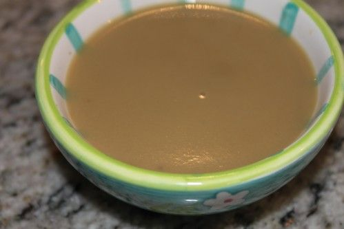une petite soupe de saison qui réchauffe INGREDIENTS pour 4 assiettes - 3 cèpes (assez gros) - 2 oignons - 2 pommes de terre - 1 filet d'huile - 1 litre eau - 1 cube (ou bouillon maison) - sel et poivre PREPARATION au thermomix - Mettre les oignons dans...