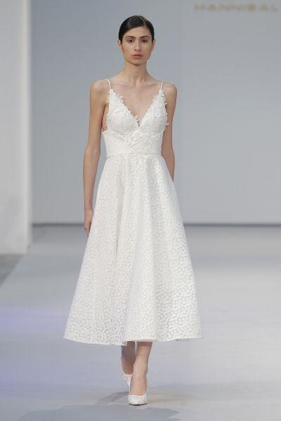 Vestidos de novia con escote en V 2017: Diseños para novias atrevidas y arriesgadas Image: 11