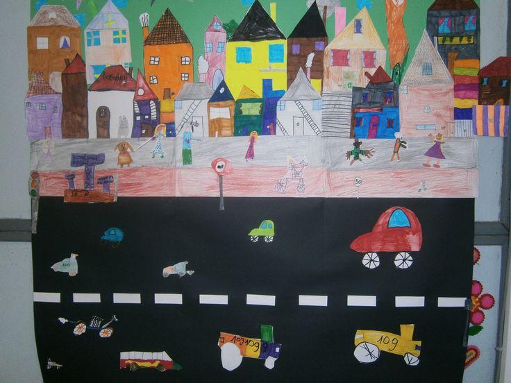 Thema verkeer: De straat van onze klas. Elke leerling maakt een onderdeel: auto, trottoir, verkeerslicht, huis...