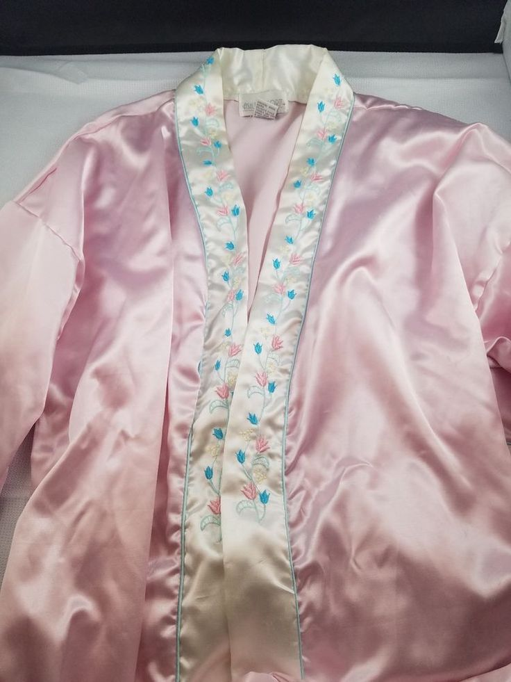 Beautiful Ashley Taylor Pink w/White Floral Trim Satin Ankle Length Robe -Size M #AshleyTaylor #Robes #Everyday