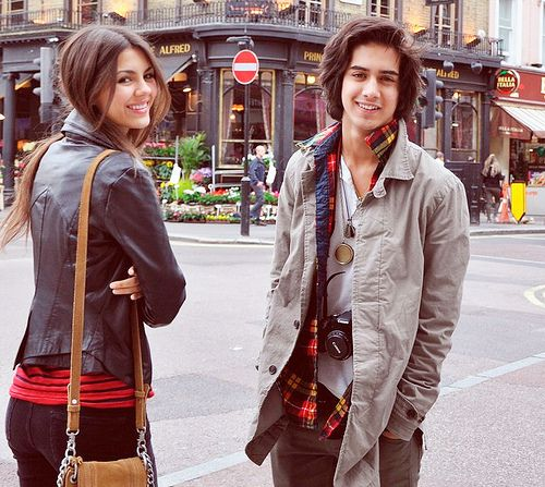 Victorious' Beck and Tori. Couldn't decide whether to put this under celebrities or couples but I love them (esp. Beck ;) hehe )<3